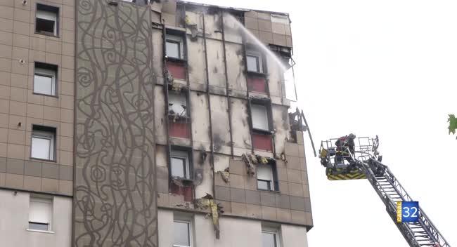 Canal 32 - Troyes : un incendie détruit la façade d'un immeuble boulevard Jules Guesde (Vidéo)