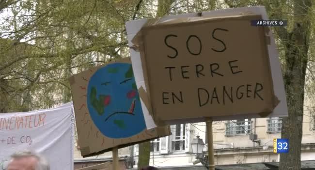 Canal 32 - Troyes : une grève pour le climat organisée par des lycéens