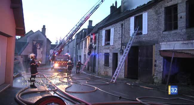 Canal 32 - Un incendie détruit trois maisons inhabitées au pied de l'église d'Essoyes