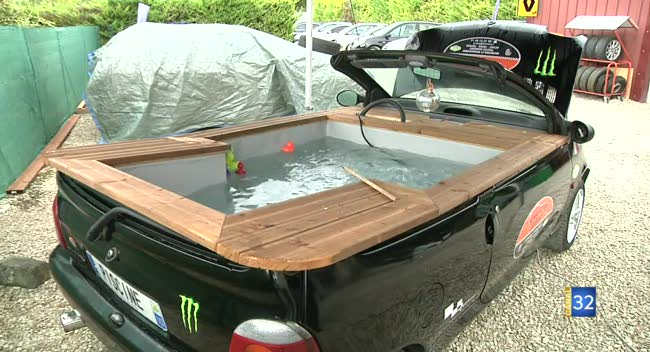 Barberey une twingo transform e en piscine et barbecue for Transformer une piscine
