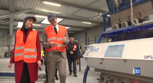 Canal 32 - Veka, une usine modèle pour le recyclage selon la secrétaire d'Etat Brune Poirson