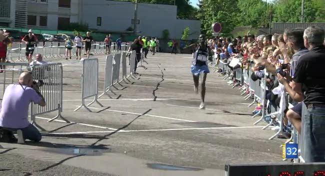 Canal 32 - Wilson Kebenei réalise le doublé au semi-marathon de Troyes