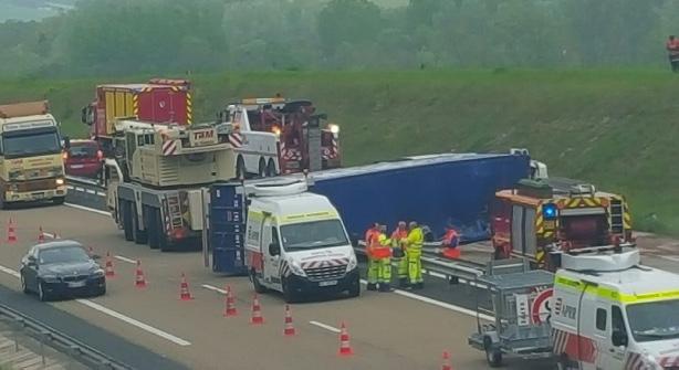 Emission L'Autoroute A5 bloquée après l'accident d'un camion, à la hauteur d'Estissac
