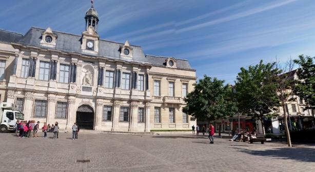 Emission Troyes : il brandit sa canne-épée devant des militaires, un homme placé en garde à vue